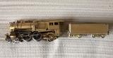 antigua locomotora de laton escala ho - foto