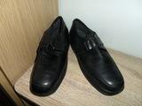 Zapatos de piel negros por 10 euros - foto