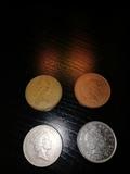 Lote de 4 monedas de peniques. - foto