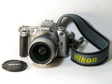 Cámara reflex Nikon F55 de carrete - foto