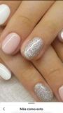 Se hace uñas de gel polish semipermanent - foto