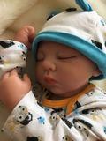 Bebe reborn hugo 55 cm 2.2kg con pelito - foto
