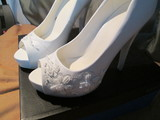 Zapatos  bordados a mano. - foto