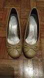 Zapatos con tacón color beige - foto