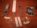 Nintendo Wii, con 2 mandos y un juego. - foto
