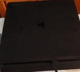 PS4 slim - foto