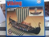 velero vikingo y regalo - foto