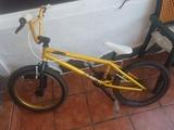 BMX WIPE DORADA DE DECATHLON - foto