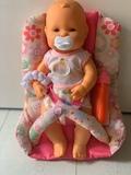 bebé con sillita tela marca (Falca) - foto