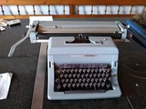 Maquina de escribir Olivetti Linea 88 - foto