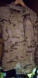 traje militar camuflaje - foto