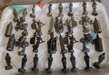 Antiguo juego de ajedrez metálico - foto