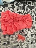 Vestido coral y diadema tocado - foto