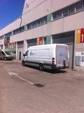 camiones y furgonetas con conductor - foto