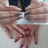 puesta de uñas - foto