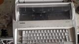 Máquina de escribir eléctrica - foto