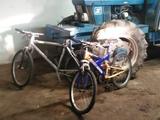 Dos bicicletas de monte - foto
