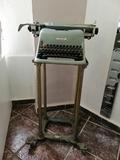 Máquina de escribir con carro - foto