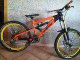 bicicleta descenso - foto