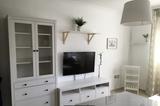Montador de muebles de Ikea. - foto