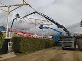 Reparto de materiales con camión - foto