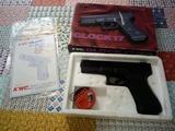 Pistola airsoft KWC Glock 17 - foto