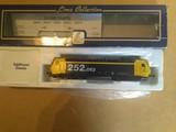 Locomotora REnfe 252 esc H0 nueva - foto