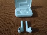 auriculares inalámbricos blancos - foto