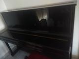 Piano vertical. - foto