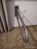 Barra abatible WC. Discapacitados. - foto