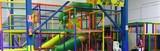 Parque infantil de bolas y toboganes - foto