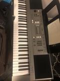 Se vende teclado Yamaha PSR E353 - foto
