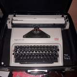 Máquina de escribir olempio con maleta - foto