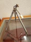 Trípode  pequeño para cámara de fotos - foto