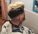Peluquero barbero en casa - foto