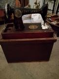 máquina de coser muy antigua - foto