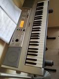 teclado Yamaha con pie incluido 120 - foto