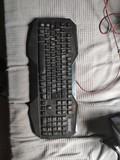 teclado y cascos gaming - foto