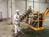 Retirar depósitos y bajantes de uralita. - foto