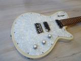 Guitarra Godin Radiator - foto