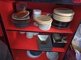 platos vasos copas utensilos de cocina - foto