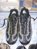 1 par de zapatillas TREKKING - foto