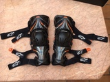 RODILLERAS ALPINESTARS FLUID TECH CARBON - foto