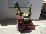 Maquina recreativa dinosaurio - foto