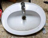 lavabo más grifo monomando - foto