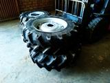 neumáticos y llantas para tractor - foto