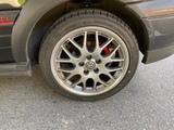 llantas con neumáticos - foto