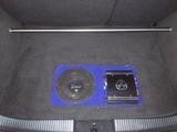 Subwoofer y Etapa Ford Focus MK1 - foto