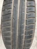 Neumático con llanta de hierro 175/65R14 - foto