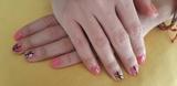 Estilista de uñas - foto
